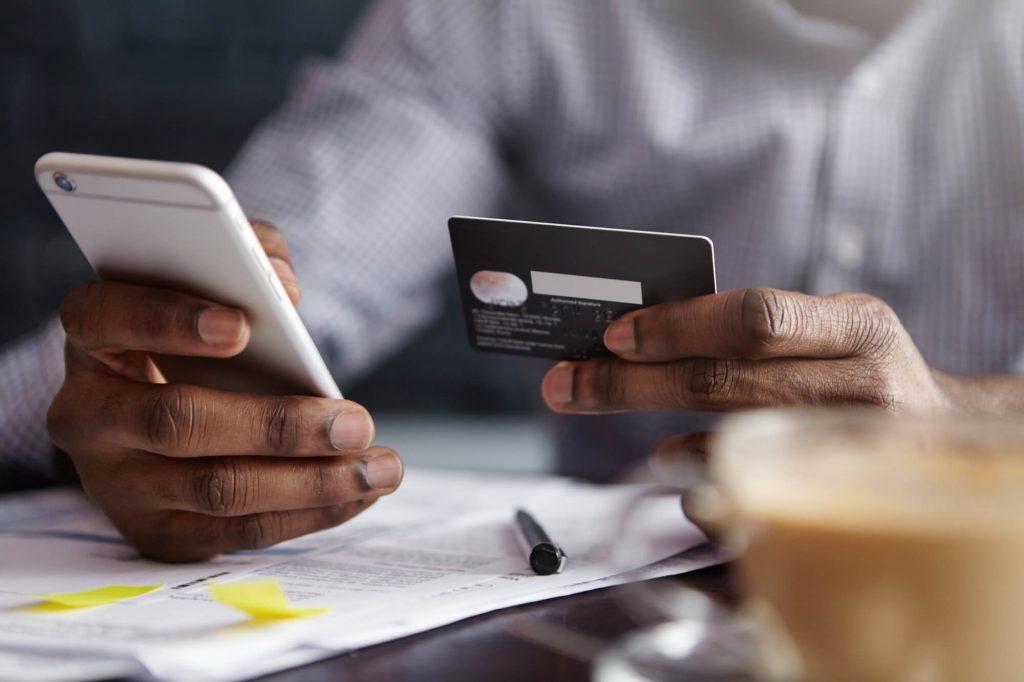 cancele o cartão de crédito com uma ligação