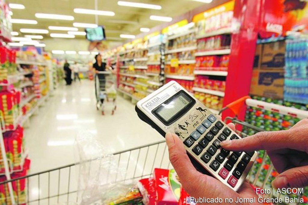 use a máquina de calcular para não gastar mais do que deve nos supermercados