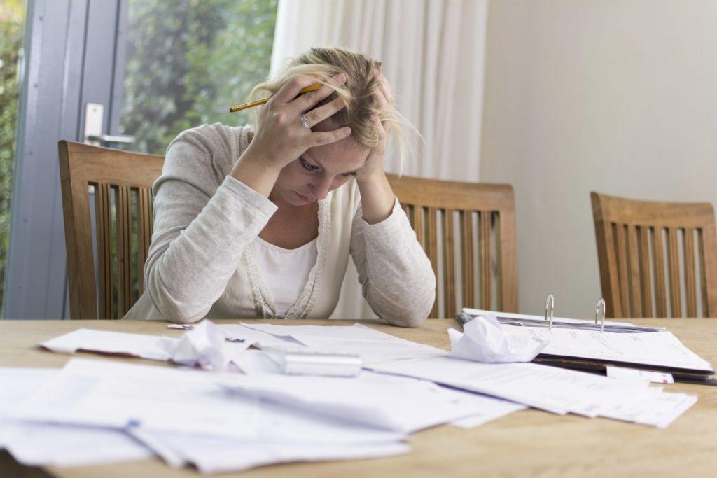 as contas não deixam de chegar quando estamos desempregado